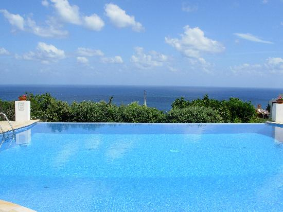 Hotel Principe di Salina: La piscina