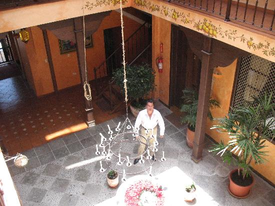 Hotel Casa del Aguila: Central Patio