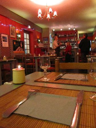 Ici et La: Le restaurant avec le bar