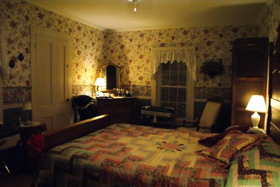 The Old Homestead: The White Mountains Room