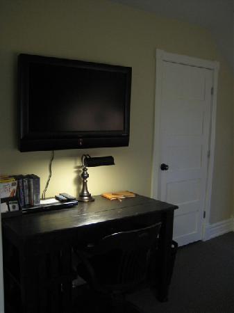 Newsroom Suites: Den 2