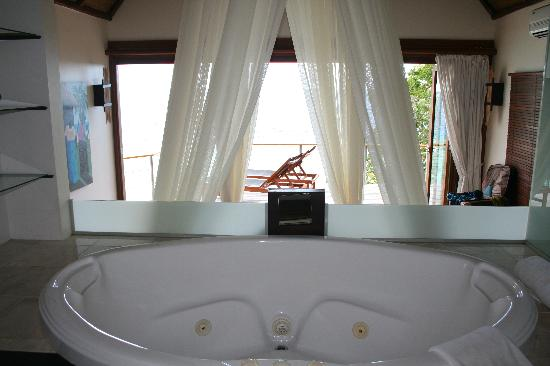 Isla Royal Davui, Fiji: double spa bath