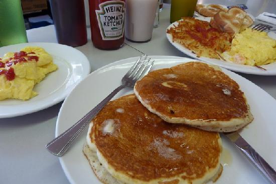 Hotel Carlton, a Joie de Vivre hotel: Pancakes & omlettes