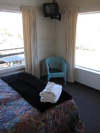 Panorama Court: Main Bedroom