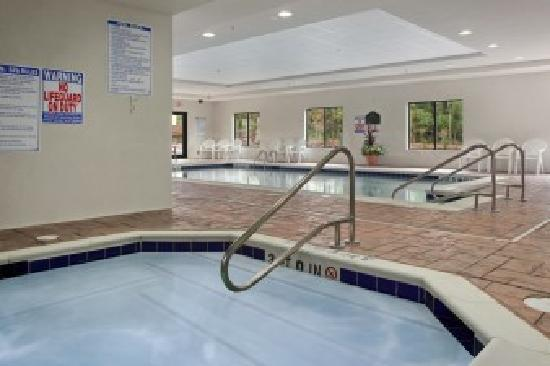 Wingate by Wyndham State Arena Raleigh/Cary: Indoor Heated Pool and Whirlpool