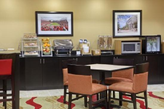 Wingate by Wyndham State Arena Raleigh/Cary: Breakfast included daily