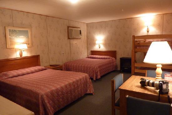 Big Bear Motel: huge room