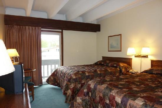 Banff Voyager Inn: The room