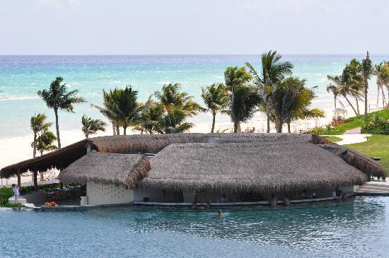 Grand Velas Riviera Maya: Beautiful beach (look - no rocks!)