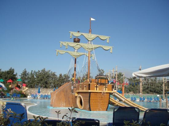 Aliathon Holiday Village: the pirate boat