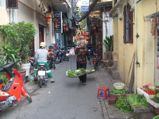Hanoi Charming Hotel: Vege at your door step