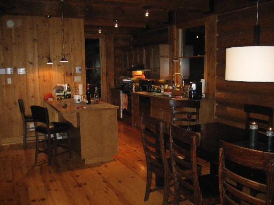 Tremblant Mountain Chalets: Dining Room