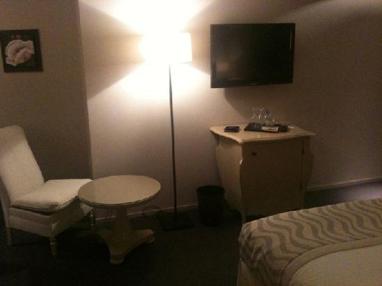 Hostellerie Le Petit Manoir: The room