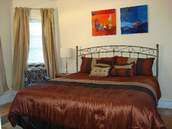 Bowers House Bed and Breakfast: King room