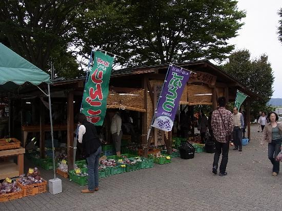 Obuse-machi, Japan: 地元の農産物直売所