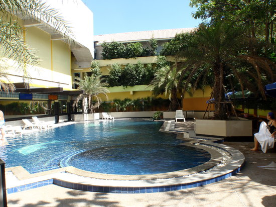 Jomtien Holiday Hotel: November 2010 Swimming Pool