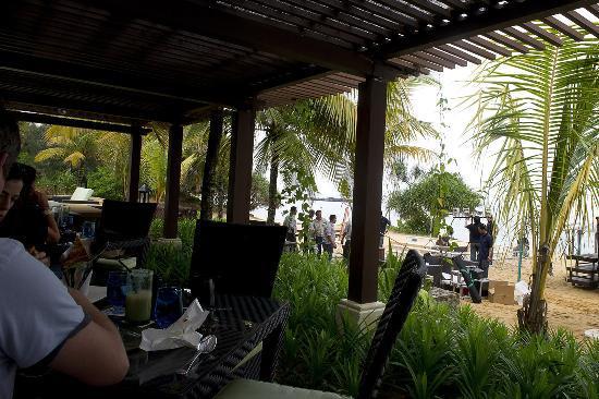 Tanjong Jara Resort : man at work in lunch time
