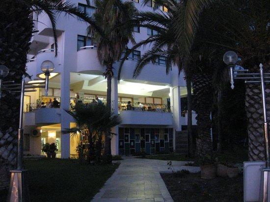 Sural Hotel: Außen (vom Pool aus)
