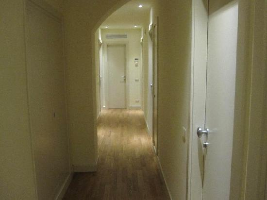 A single hallway in Rome Armony Suites.