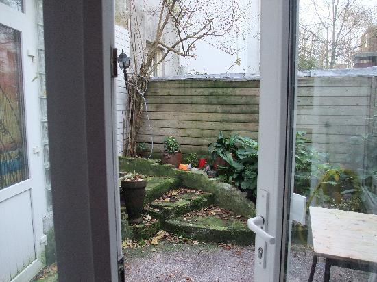 Annette's B&B: Little garden 2
