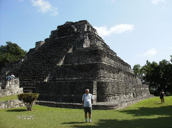 Zona Arqueologica De Chaachoben: Main pyramid