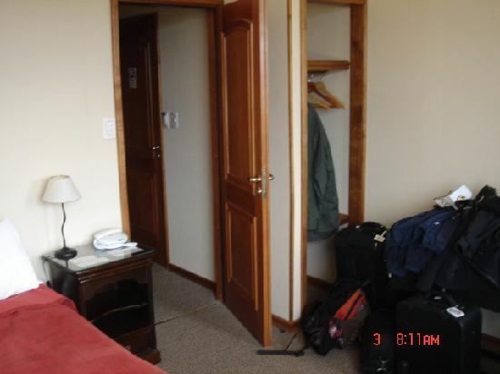 Hosteria Ushuaia Green House: Small closet in corner