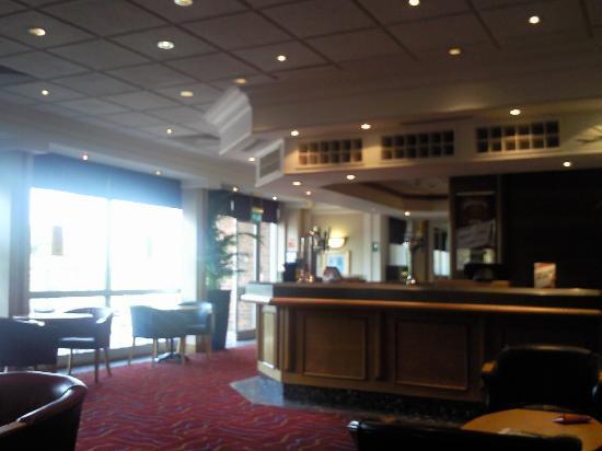 Holiday Inn Luton-South: hotel bar