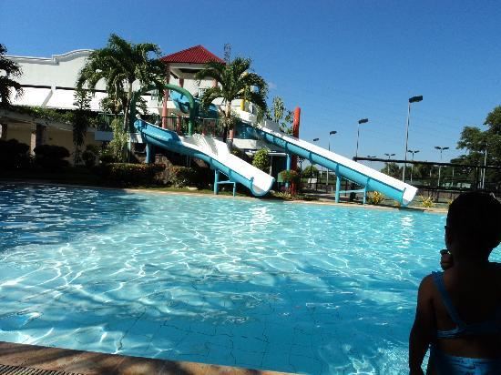 Huge Pool With Slides Picture Of Ridgeview Chalets Cagayan De Oro Tripadvisor