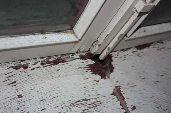 Hotel Galerij: Broken window