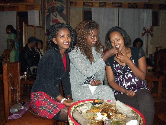 Yod Abyssinia Traditional Food: Yod Abyssinia dinner with friends