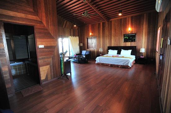 Pom Pom Island Resort & Spa: water villa