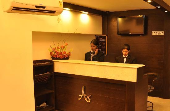 HOTEL AKAAL RESIDENCY: WELCOME DESK