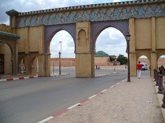 Mequinez, Marruecos: puertas de la antigua ciudad de meknes