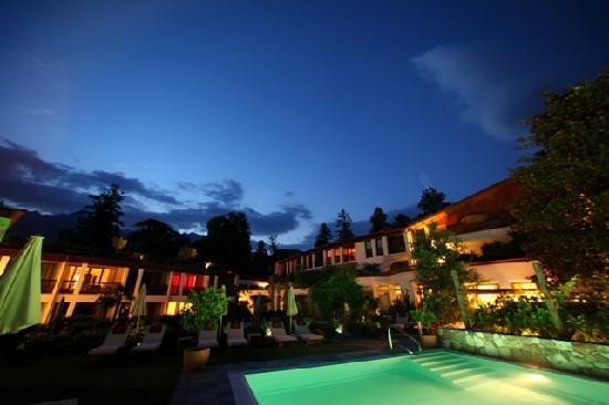 Ansitz Plantitscherhof: Nachtaufnahme Freibad