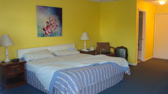 The Swiss Inn and Tennis Center: Room