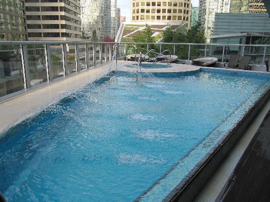 Shangri-La Hotel, Vancouver: pool area