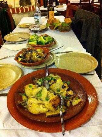 Restaurante O Palheirinho: O Sr. Manuel na grelhadura!