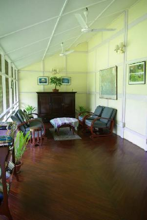 Dibrugarh, India: Mancotta Chang Bungalow sunroom