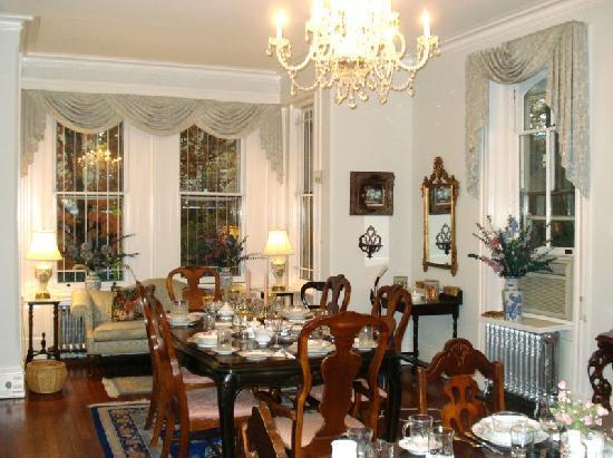 Spruce Hill Manor: Dining area