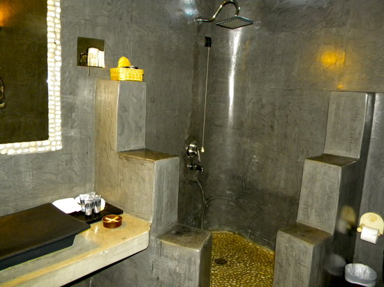 Andronis Luxury Suites: Huge bathroom - great bath products