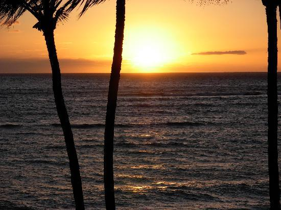 Kihei Garden Estates: Sunset 1/2 block away
