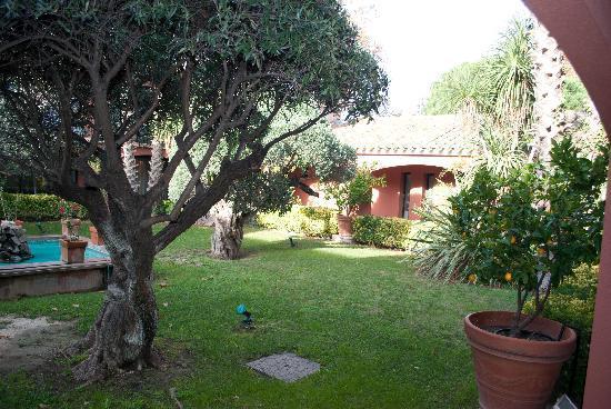 La Villa Duflot: La Patio de la Villa, Michel Bugeia