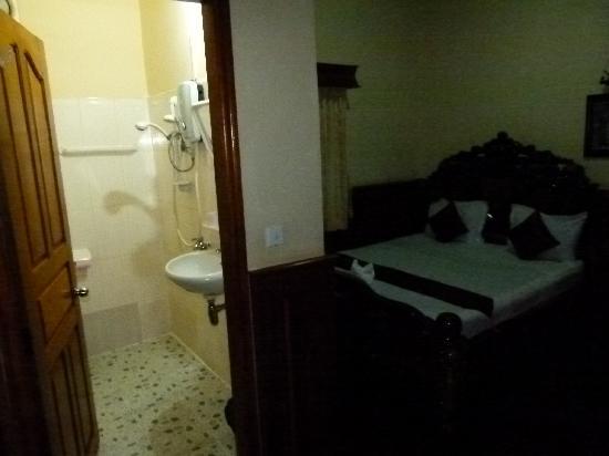 Sawasdee Angkor Inn : No separation between toilet and shower