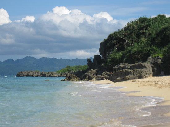Nakijin-son, Japón: 自然な岩も赴きあり