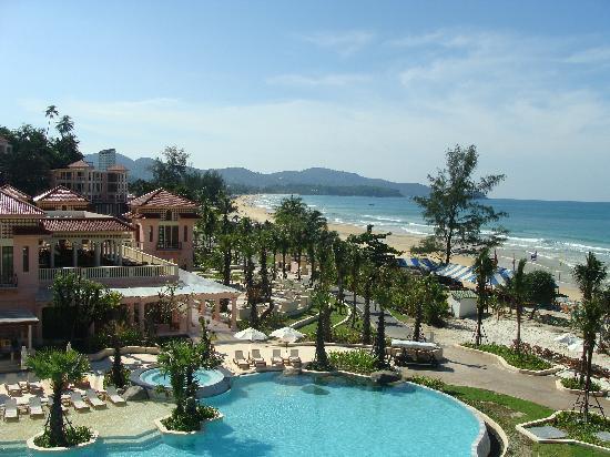 Centara Grand Beach Resort Phuket : Resort and beach