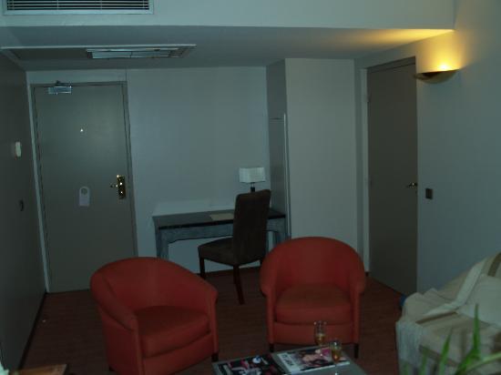 Amarante Cannes Hotel: le petit salon 2