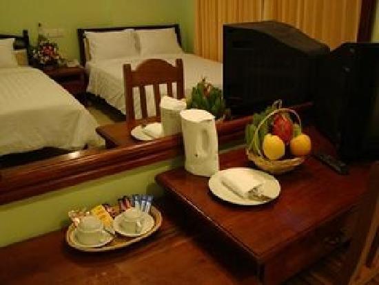 Parklane Hotel: Room Equipments