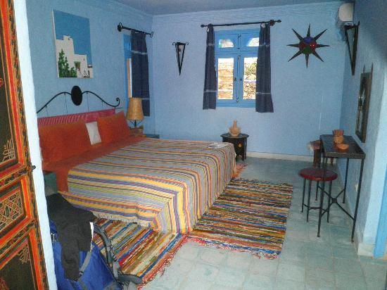 Dar Echchaouen : bedroom in suite