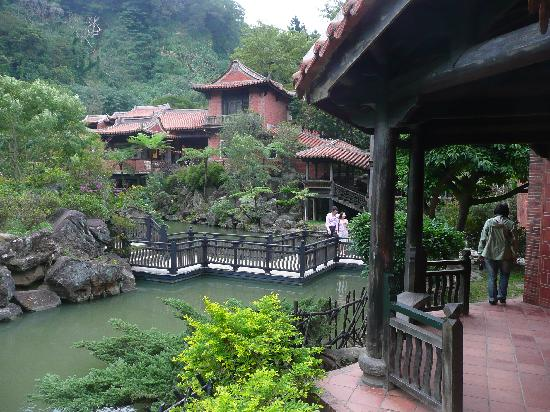 The One Nanyuan: The grounds near the main pond.