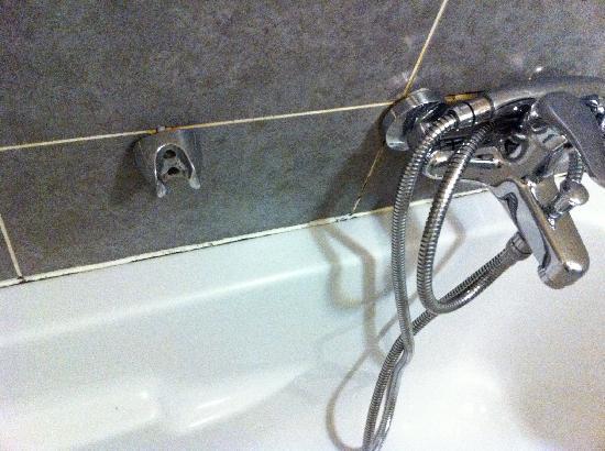 Adagio City Aparthotel Monte Cristo : shower modl 2